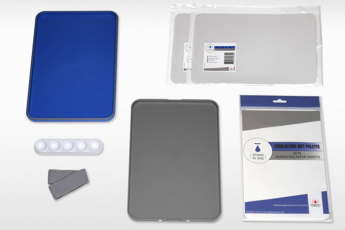 What's in a Studio XL Wet Palette complete pack:   1 Everlasting wet palette Studio XL (20x30cm) (7,9″ x 11,8″) 50 XL sheets of hydration paper 2 XL hydration foam pads 1 Wavy accessory 1 strap band